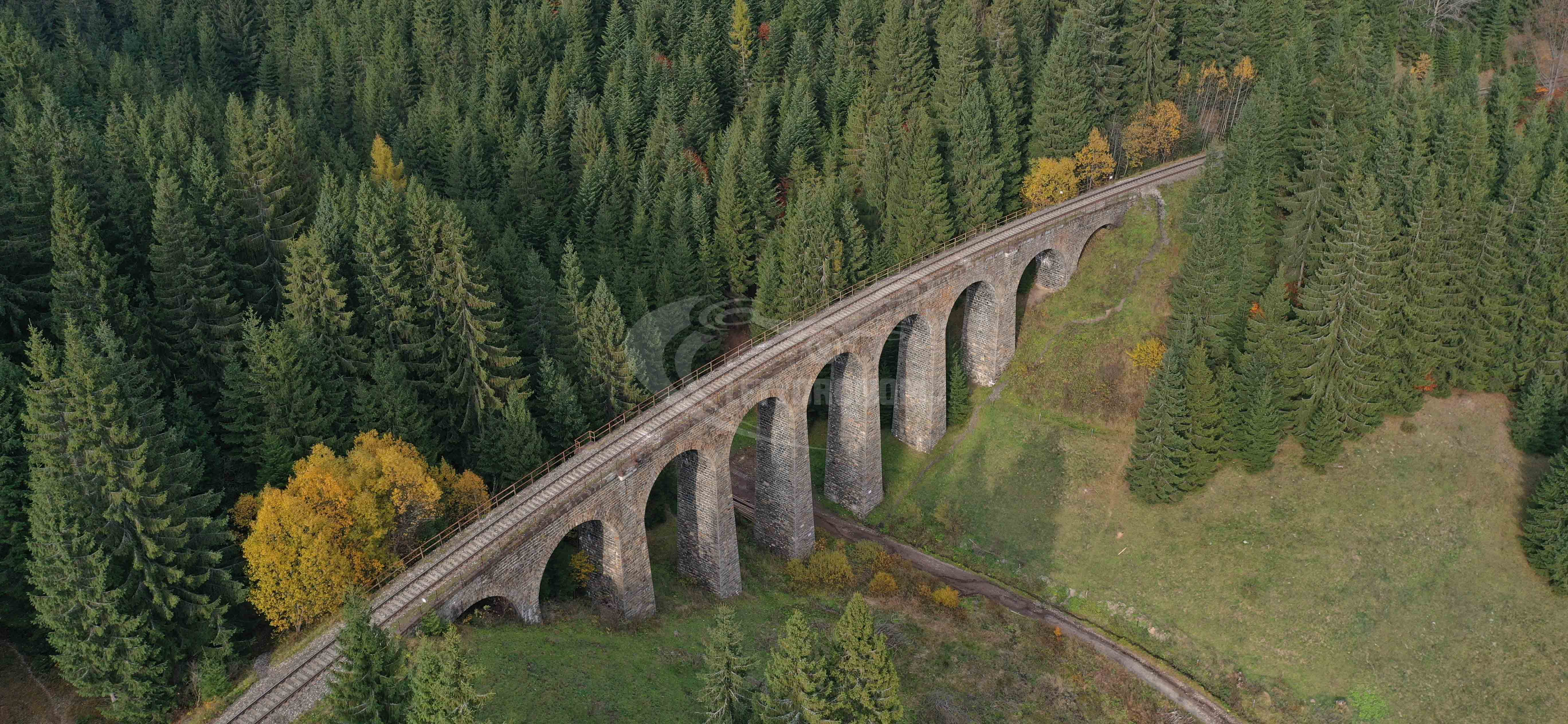 Viadukt z dronu neupravený
